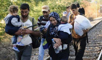 des-refugies-passent-la-frontiere